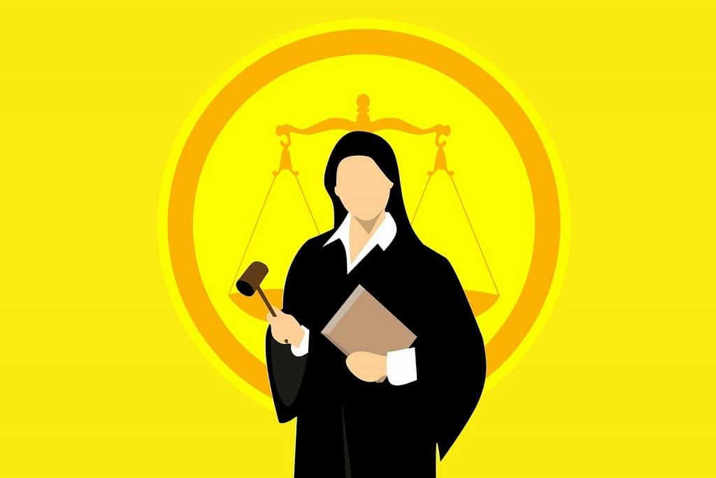 裁判所の裁判官の女性